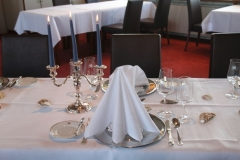 Der fertig gedeckte Tisch