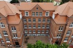 Zentraler Blick auf das Hauptgebäude